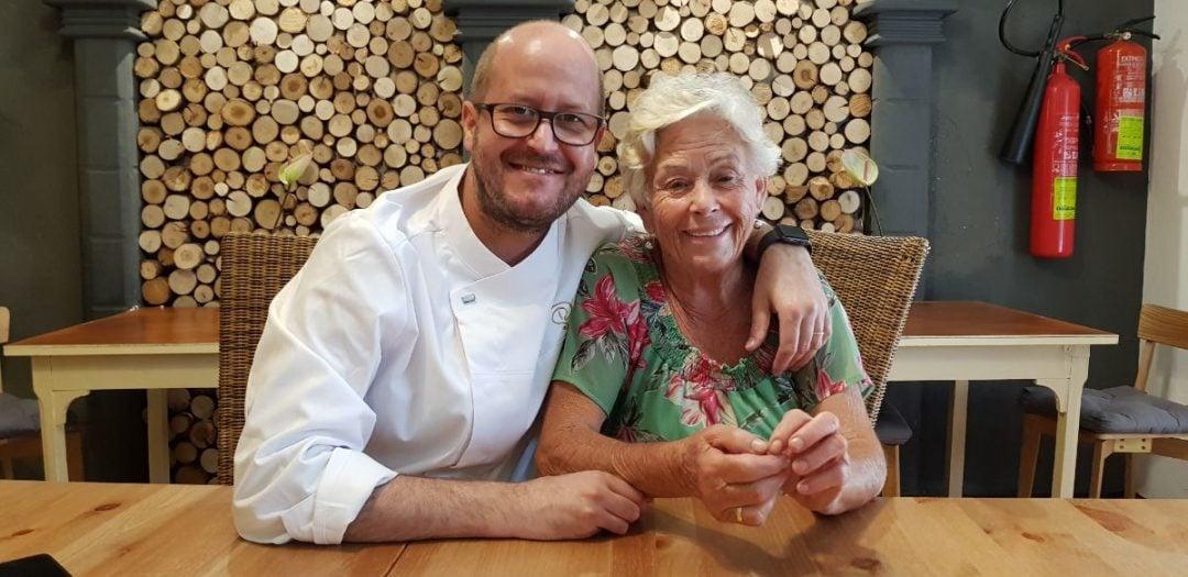 Foto Seve Díaz y su madre Restaurantes de lujo 2020