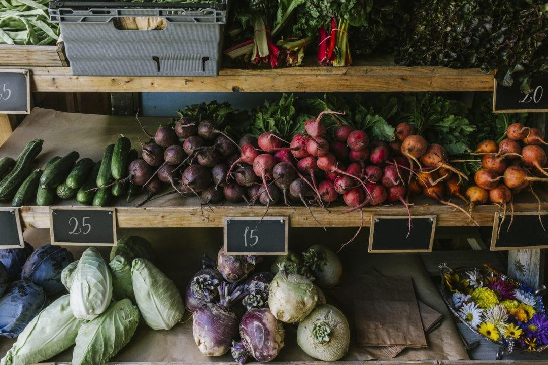 Puesto de verduras frescas tendencias2021