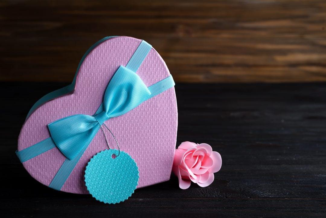 Caja forma corazón color rosa para San Valentín