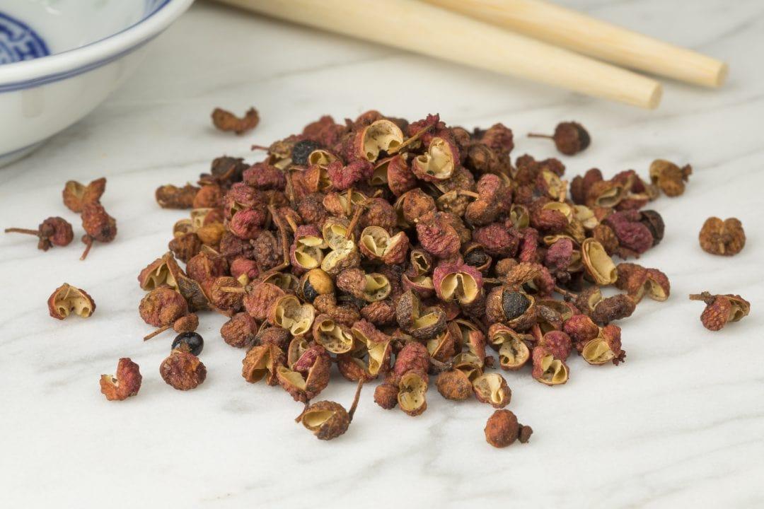 Pimienta de Sichuan sin moler sobe mantel
