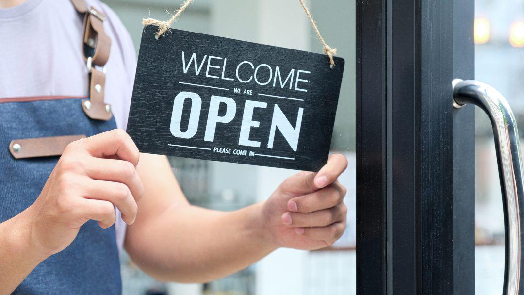 La atención al cliente empieza con el cartel de bienvenida