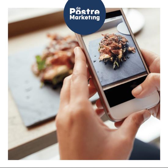 fotografiando plato con móvil